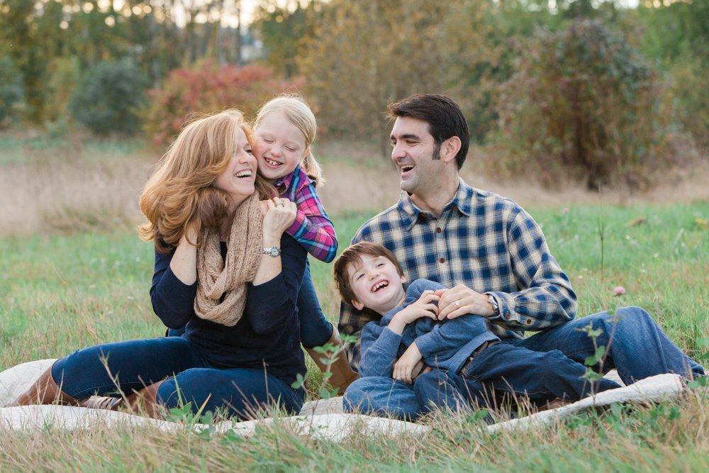 outdoor_family_photos_candid_fun_Seattle-002