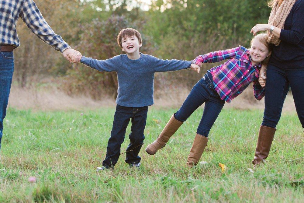 outdoor_family_photos_candid_fun_Seattle-003