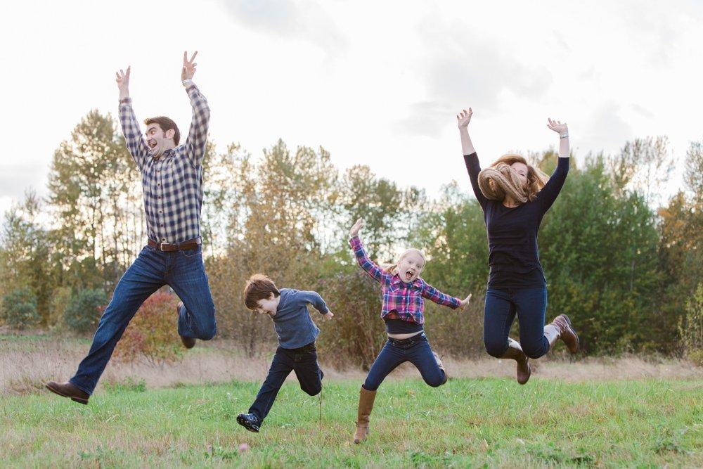 outdoor_family_photos_candid_fun_Seattle-004