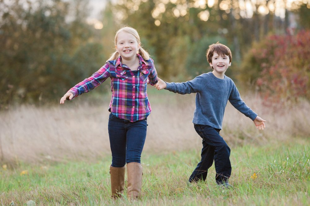 outdoor_family_photos_candid_fun_Seattle-005