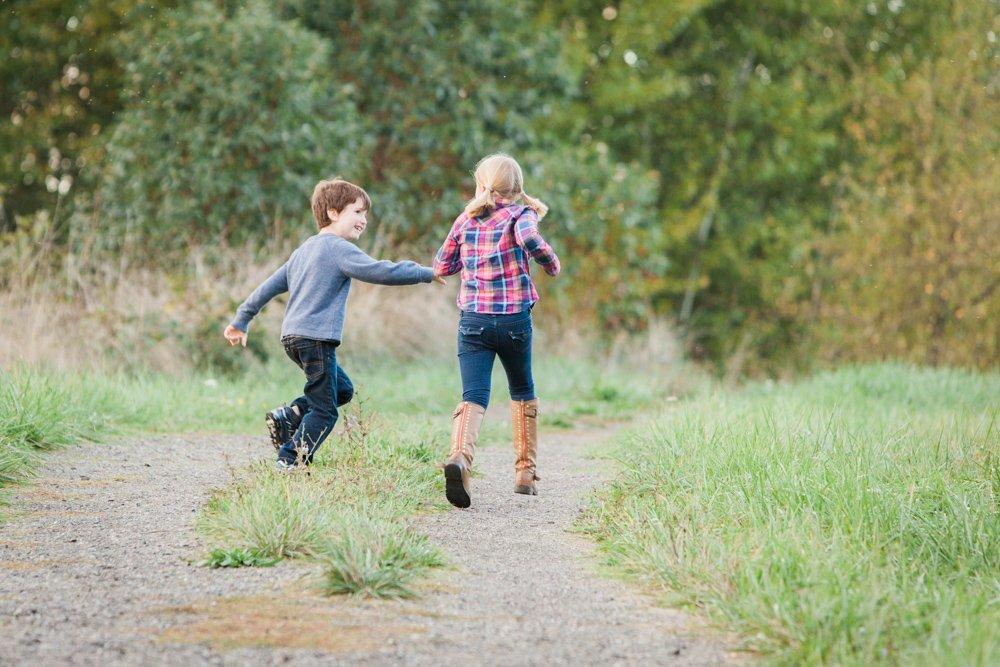 outdoor_family_photos_candid_fun_Seattle-007