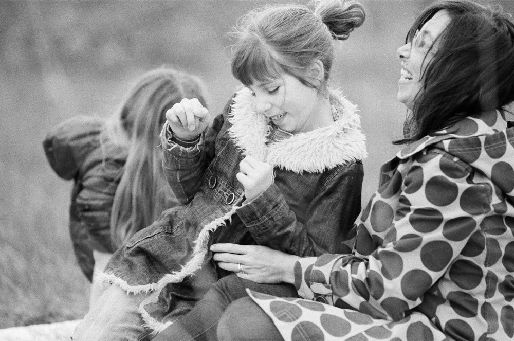 Bryant family photographer : mom tickling daughter