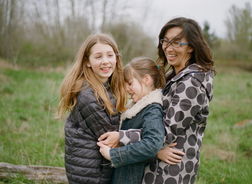 Bryant family photographer : mom hugging two daughters