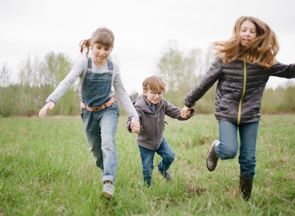 Bryant family photographer : three kids running towards camera