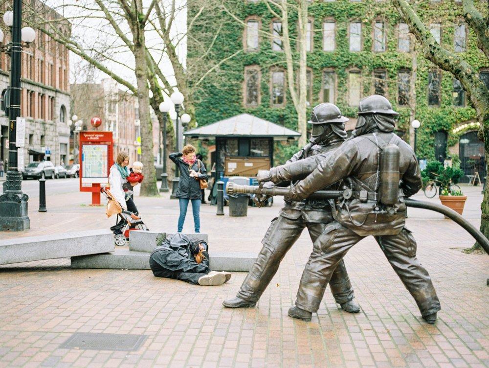 Pioneer Square : fireman statue