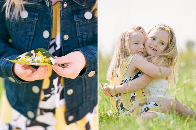 Seattle family photo session : sisters hugging each other in field