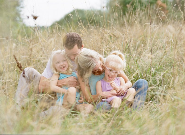 Laurelhurst family photographer : family_photo_cuddling_in_field_seattle-001