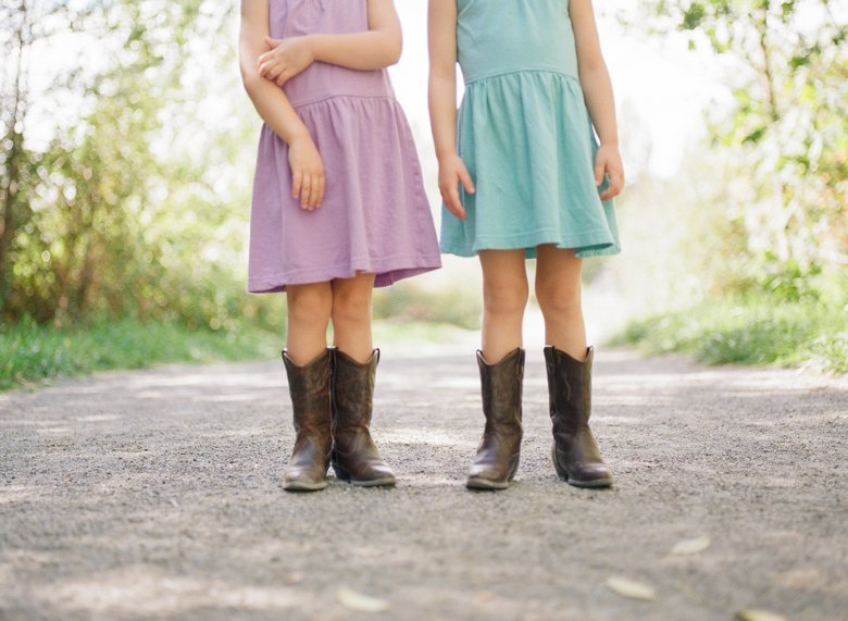 Laurelhurst family photographer : twin_girls_cowboy_boots_-001