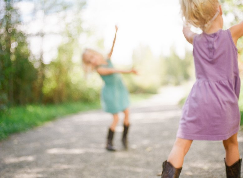 Laurelhurst family photographer : twin_girls_cowboy_boots_dancing_out_of_focus-001