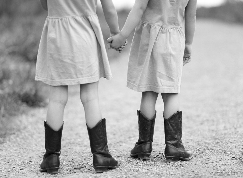 Laurelhurst family photographer : twin_girls_cowboy_boots_holding_hands-001