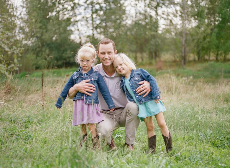 Laurelhurst family photographer : twin_girls_with_dad_photo_seattle-001