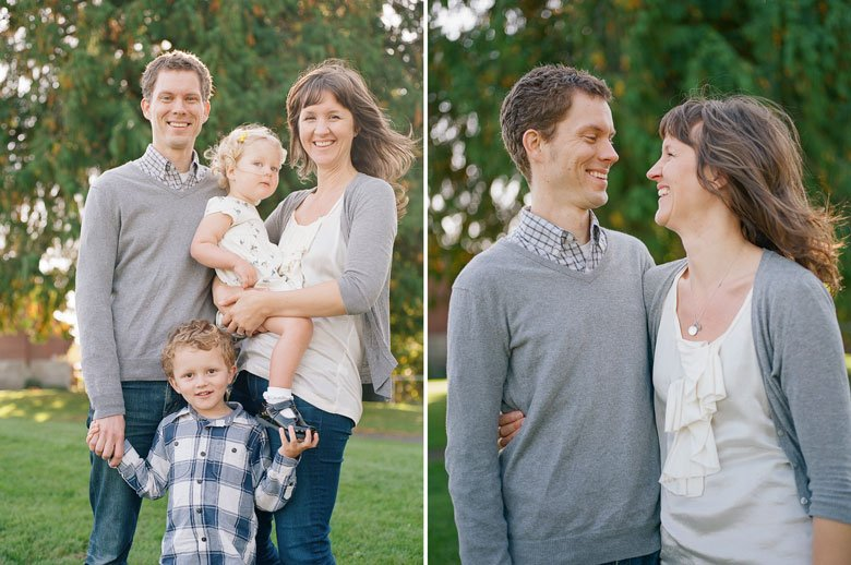 Seattle extended family photographer : immediate family of four group photo