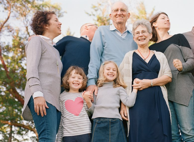 Seattle extended family photographer : grand daughters laughing with grandparents and mom