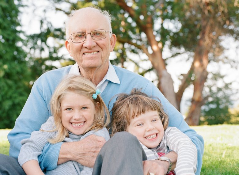 Seattle extended family photographer : grandpa with two granddaughters laughing