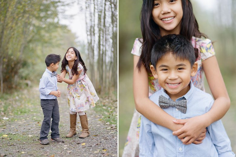 outdoor family photographs Seattle : kids laughing