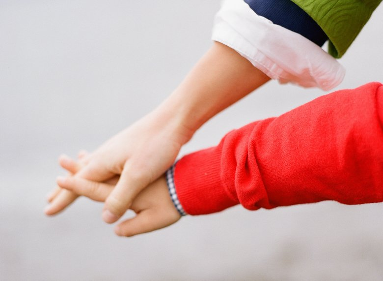 family photographer north seattle : holding hands
