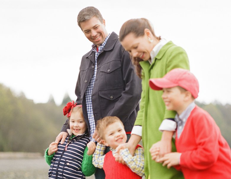 family photographer north seattle : family hanging out