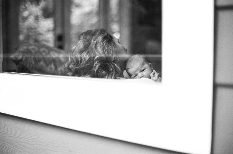 newborn-twin-in-home-family-session-seattle--016