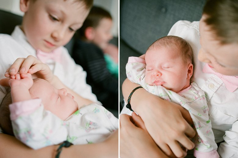 newborn-twin-in-home-family-session-seattle-7