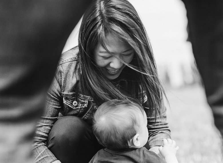 outdoor seattle family photo session magnuson park