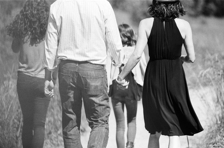 view ridge family photography : close up of dad and mom holding hands while walking