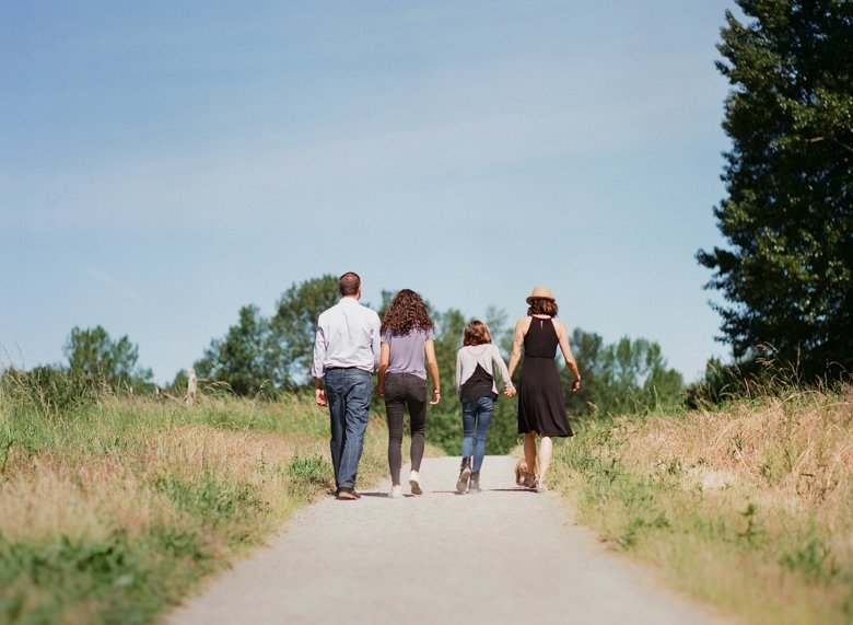 view ridge family photography : family walking on dirt path away from camera