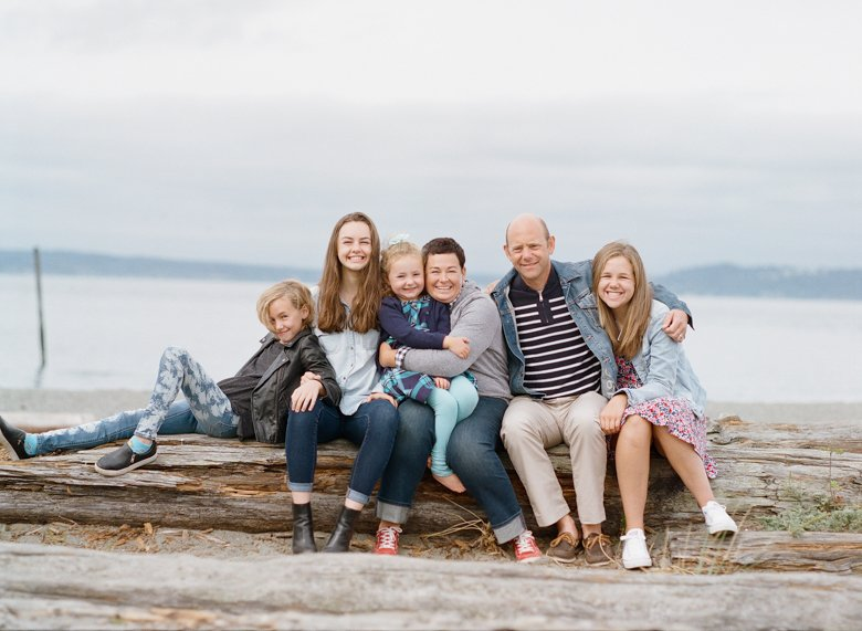 Seattle family photographer Edmonds Beach Park : Family of 6