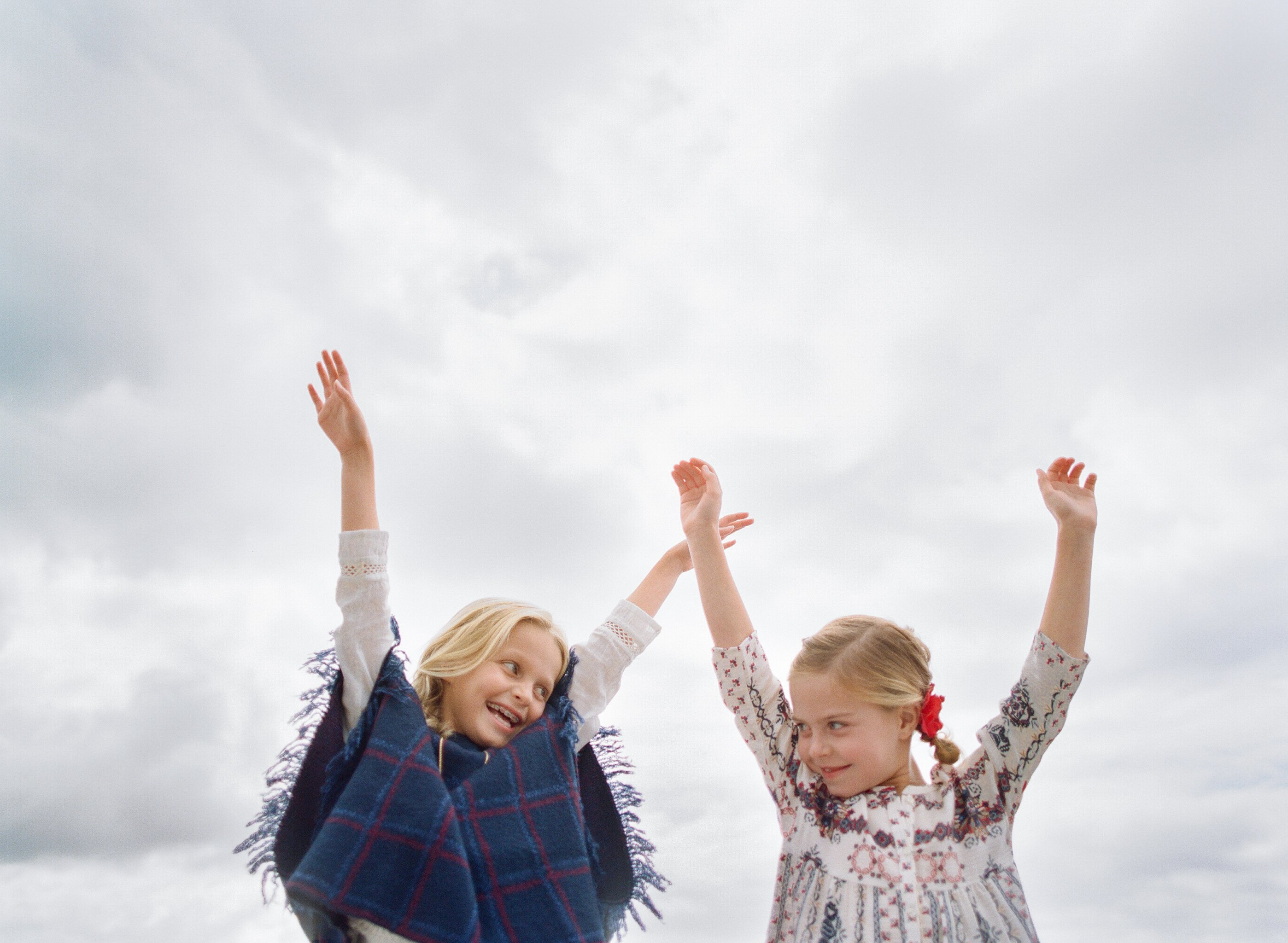 best family photographer seattle   sisters with arms raised