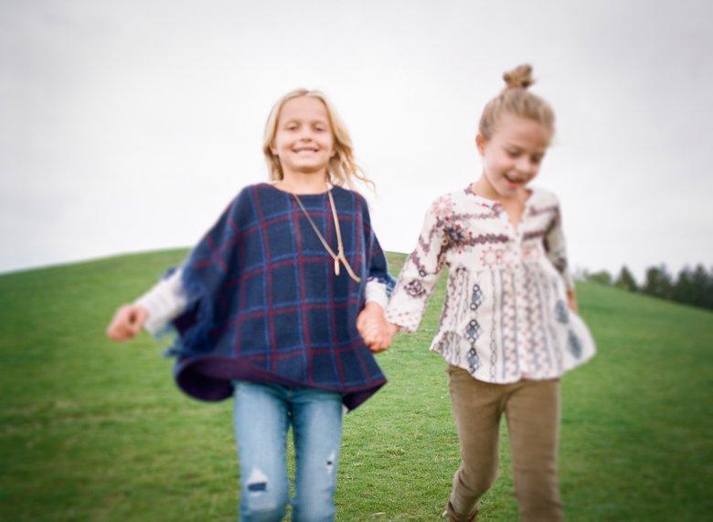best family photographer seattle | girls running holding hands