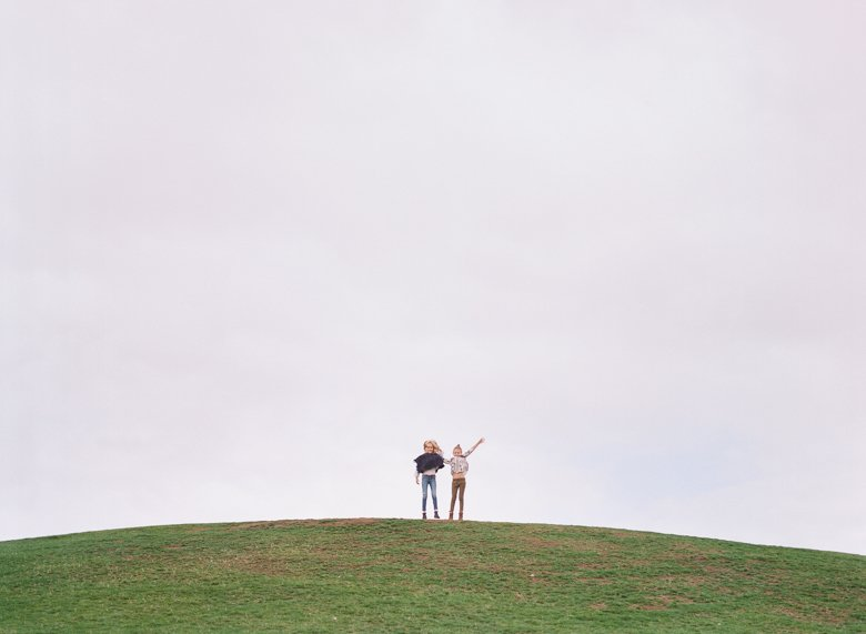 best family photographer seattle   girls at top of hill