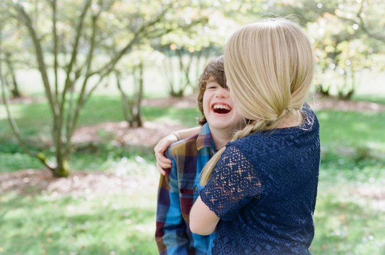seattle family photographer | brother sister laughing