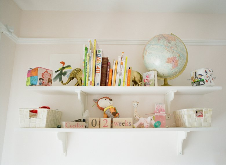 north seattle newborn photography in home session : baby nursery decor