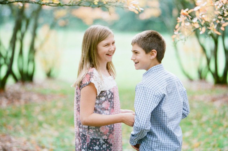 fall family session seattle : siblings