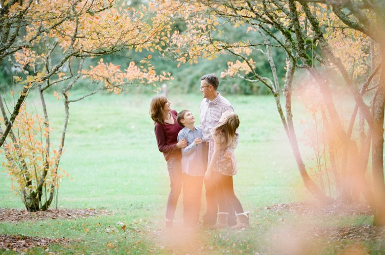 fall family session seattle : family hanging out amongst trees
