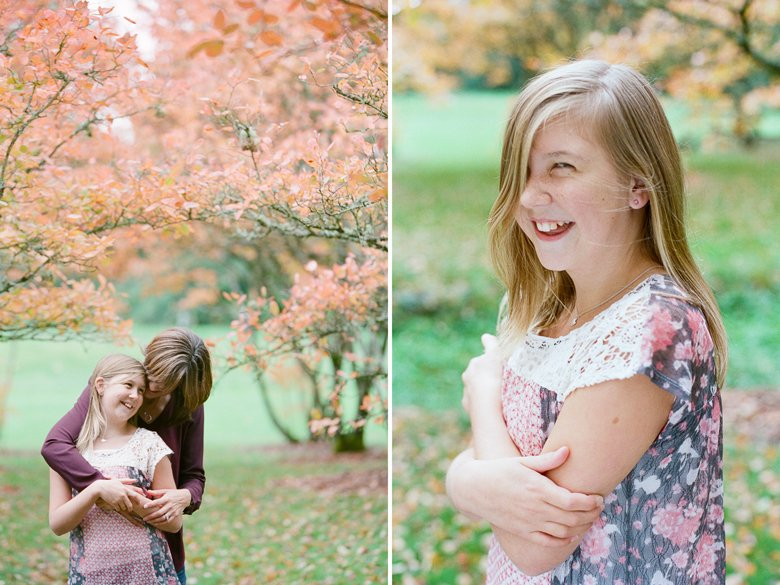 outdoor family session tween : tween and mom hugging