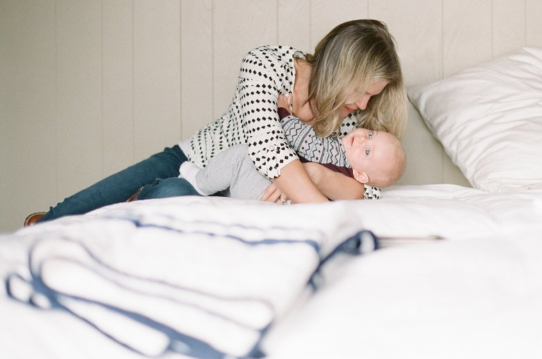 in home candid family photo session | mom and baby on bed