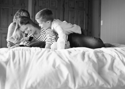 in-home-candid-family-photo-session-002