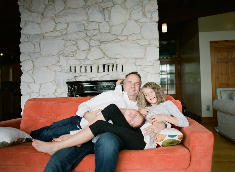 in home candid family photo session | dad and kids on couch