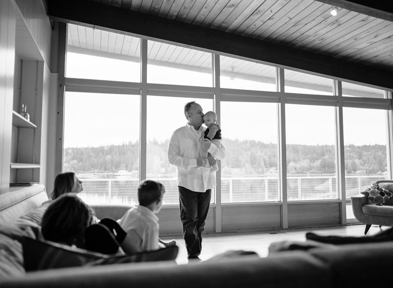 in home candid family photo session | family living room black and white