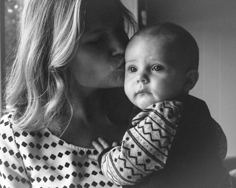 in home candid family photo session | mom kissing baby