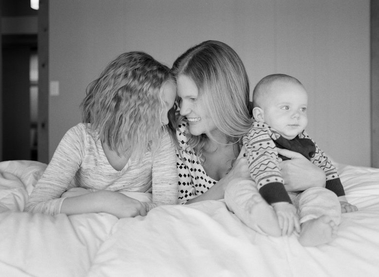 in home candid family photo session | mom with kids on bed