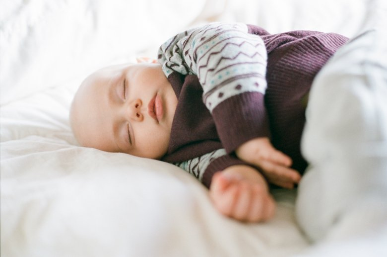 in home candid family photo session | baby sleeping
