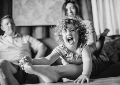 curly-haired-toddler-family-photos-004