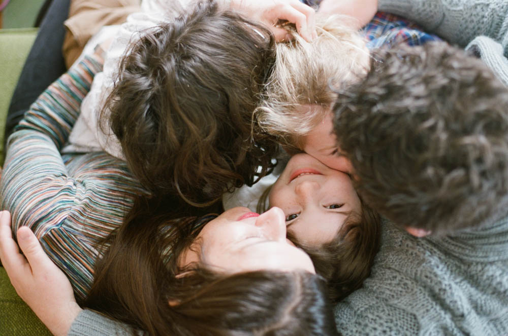 in home family photography seattle : family cuddling