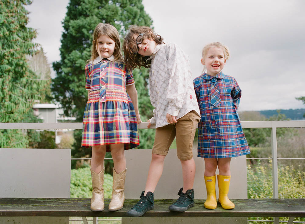 in home family photography seattle : three kids standing on bench