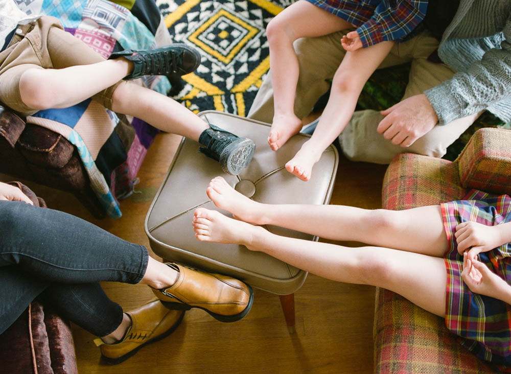 in home family photography seattle : family feet on ottoman