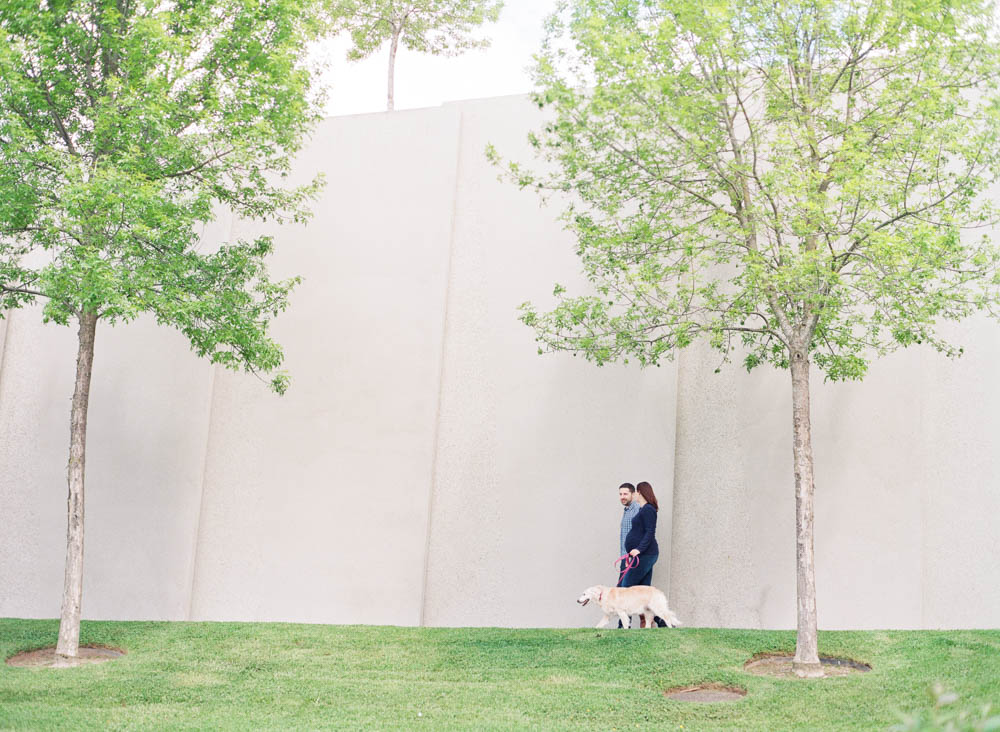 seattle maternity photographer : couple walking with dog
