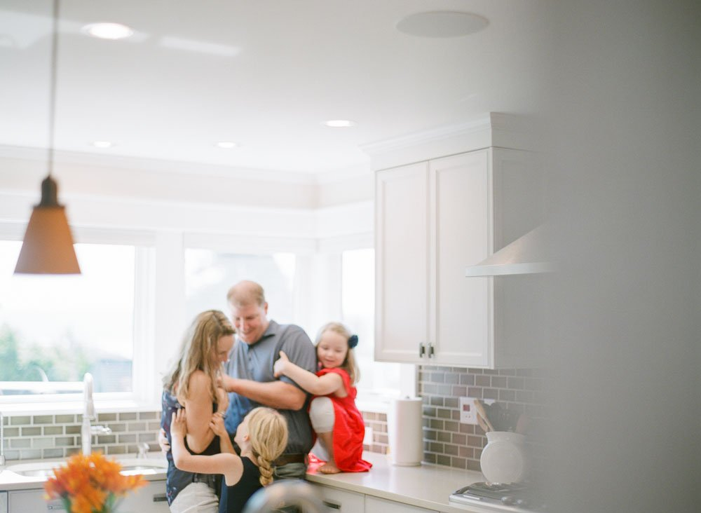 family photographers seattle : family hanging out in kitchen