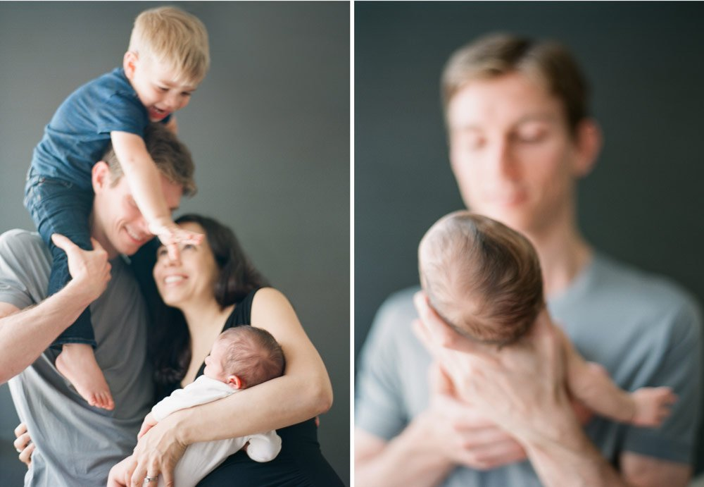 newborn photographers seattle : family photo newborn in home