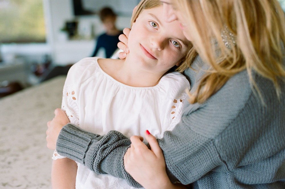 child photography seattle : mom hugging tween daughter